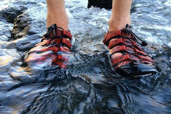 Why Choose Specialist Sandals for Flat Feet